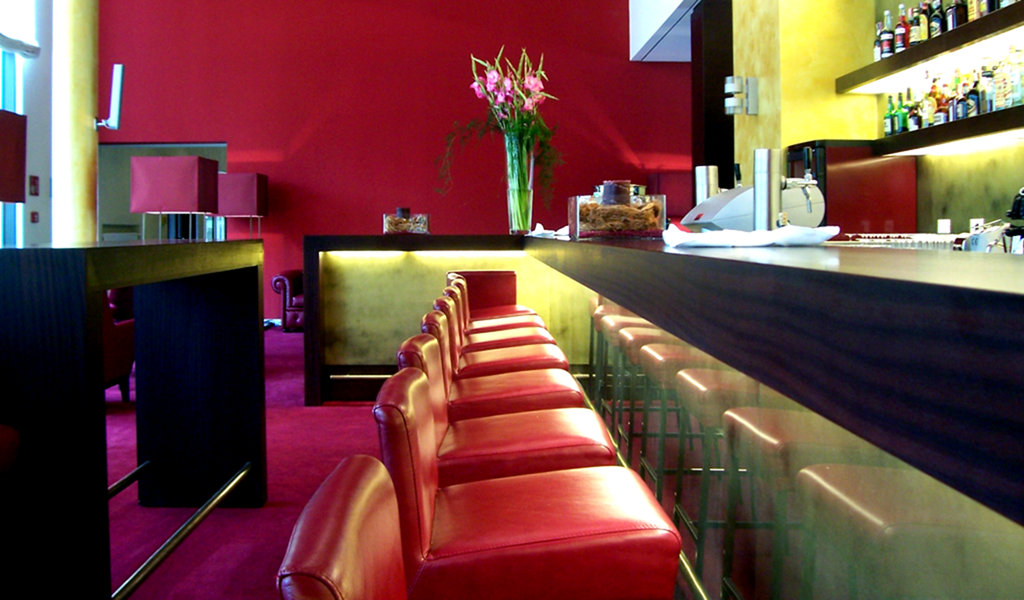 De mooiste design barkrukken passend bij jouw bar - Feestelijke bar ...